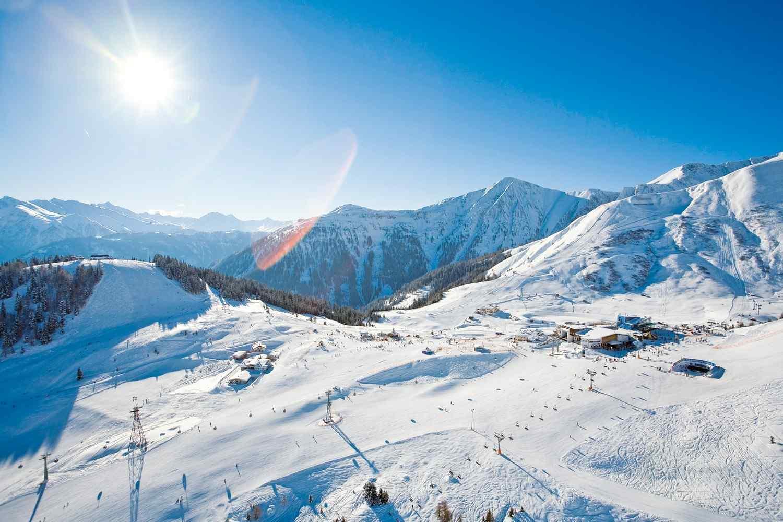 https://overt.ca/wp-content/uploads/2016/02/winter-activities_06.jpg